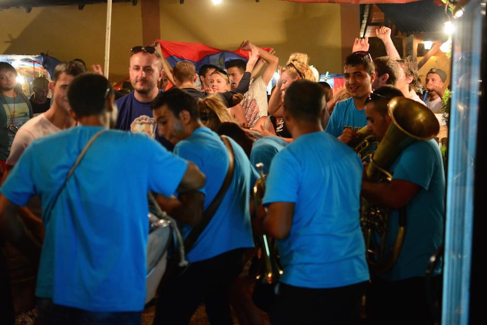 Mit Pauken und Trompeten. Serbien und seine Blechblasorchester